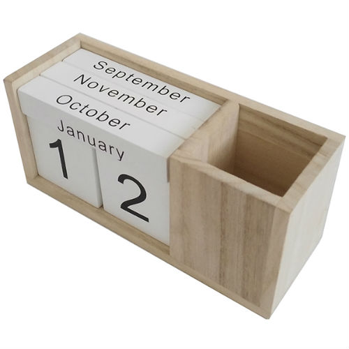 calendar_wooden_blocks_with_cup_for_pens.jpg